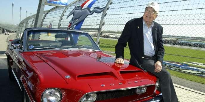 Pilote de course très en vue de l'après-Seconde Guerre mondiale, Shelby s'était reconverti dans la construction de voitures à partir de 1960.