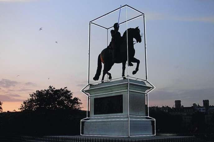 Ecrin pour la statue d'Henri IV sur le pont Neuf, à Paris (Astronomy Domine, 2010)  imaginé par le couturier Jean-Charles de Castelbajac.