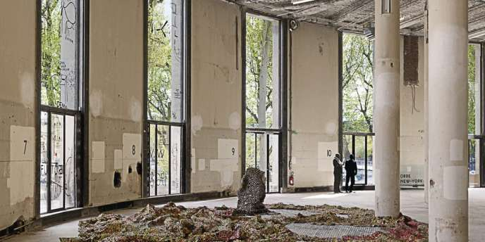Installation  d'El Anatsui au Palais de Tokyo. Photo:André Morin