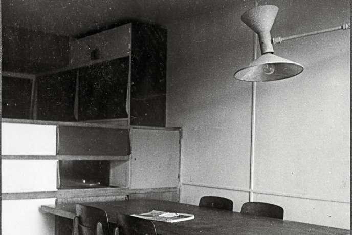 La Lampe de Marseille photographiée dans un appartement de la Cité Radieuse.