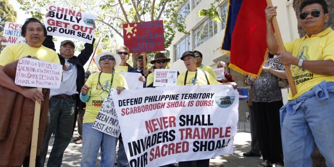 Manifestation anti-chinoise de Philippins établis aux Etats-Unis, devant le Consulat de Chine à San Francisco, le 11 mai 2012.