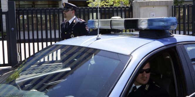 Un colis piégé a été intercepté au siège d'Equitalia, à Rome, vendredi 11 mai.