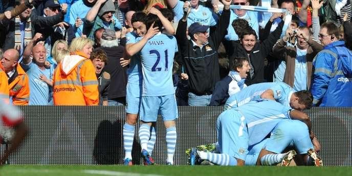 Les Blues de City célèbrent le but d'Agüero contre QPR.