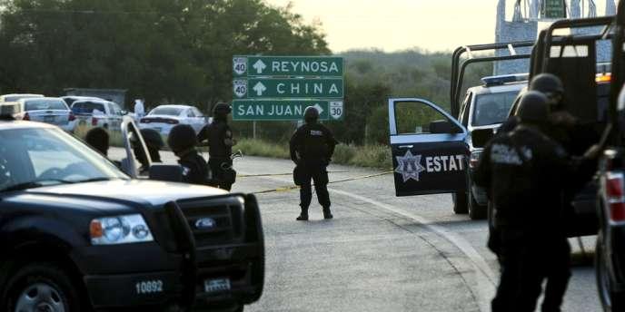 Quarante-neuf cadavres mutilés ont été trouvés dimanche 13 mai au bord d'une route du nord du Mexique, près de la zone métropolitaine de Monterrey.