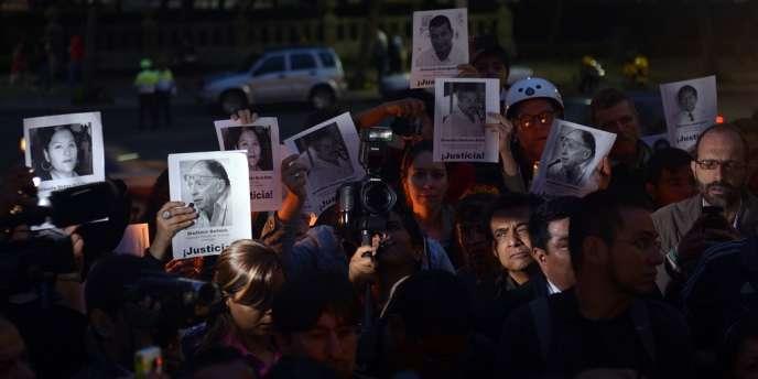 Des proches et des amis de journalistes assassinés manifestent à Mexico. Selon la Commission nationale des droits de l'homme du Mexique, quelque 79 journalistes ont été tués et 14 ont disparu depuis 2000.