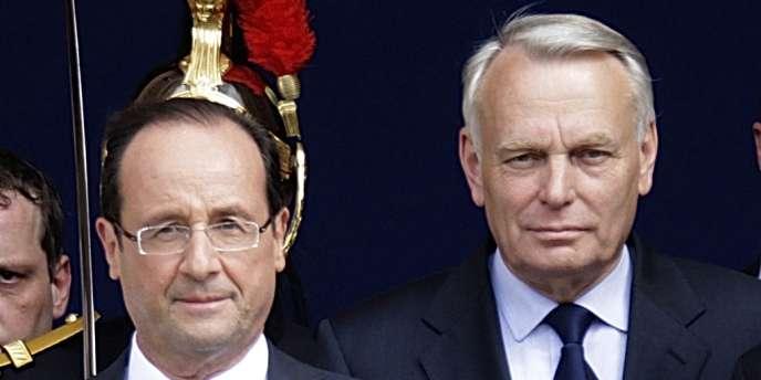 François Hollande et Jean-Marc Ayrault, à l'Hôtel de Ville de Paris, le 15 mai.