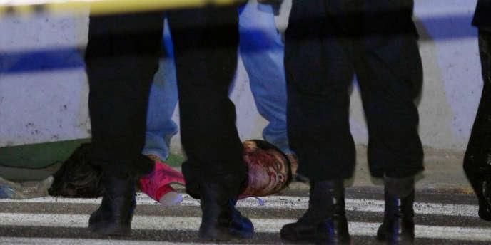 De l'étranger, on ne retient souvent des violences qui frappent le Mexique que les crimes les plus spectaculairement, les décapitations, les mutilations de groupes entiers. Les simples fusillades, les meurtres quotidiens d'inconnus par d'autres inconnus sont devenus tellement banals qu'ils ne font même plus ciller.
