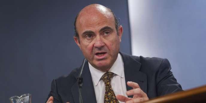 Luis de Guindos, le ministre de l'économie espagnole, a affirmé ne pas être au courant d'une conférence téléphonique de l'Eurogroupe sur une demande d'aide des banques, en réaction à des informations de presse.