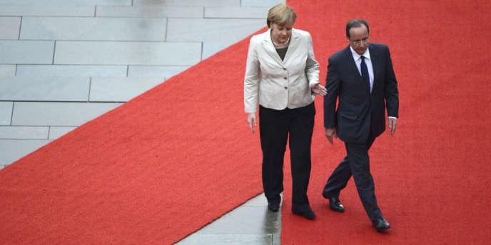 Angela Merkel et François Hollande à Berlin le 15 mai 2012. L'Allemagne et la France ne s'entendent pas sur la recette à appliquer pour relancer la croissance.