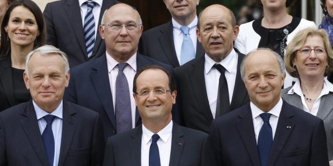 François Hollande va mettre à contribution huit de ses ministres pour communiquer sur les emplois d'avenir.