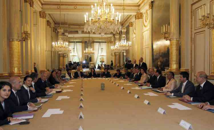 French President Francois Hollande, fourth right, chairs his first cabinet meeting at the Elysee Palace in Paris, Thursday, May 17, 2012.  (AP Photo/Regis Duvignau/Pool)