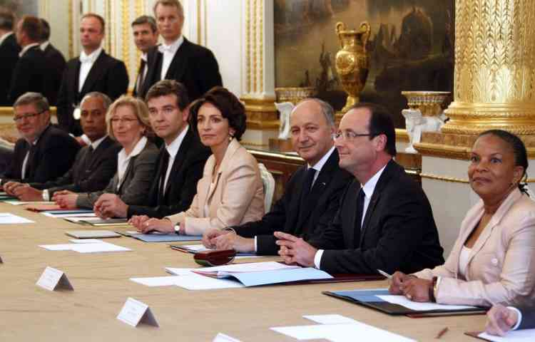 French President Francois Hollande, second right, chairs his first cabinet meeting at the Elysee Palace in Paris, Thursday, May 17, 2012.  (AP Photo/Regis Duvignau/Pool)