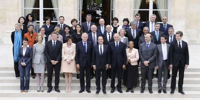 La photo de famille du gouvernement Ayrault, jeudi 17 mai. Le remaniement partiel devrait être annoncé jeudi 21 juin.
