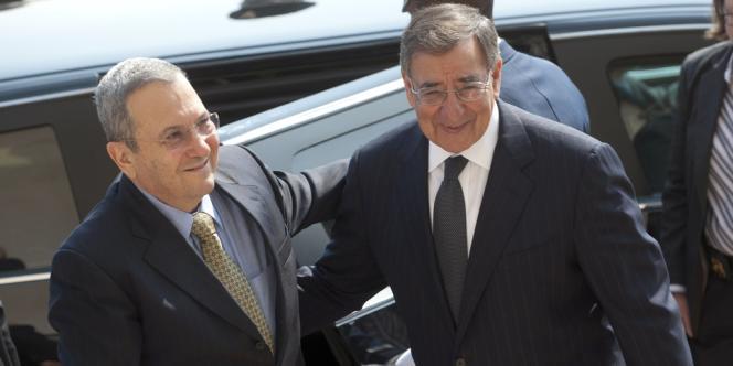 Leon Panetta, le secrétaire de la défense américain, et son homologue israélien Ehoud Barak, le 17 mai à Washington.