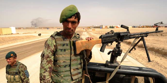Un soldat de l'armée afghane dans la province de Farah, en avril 2011.