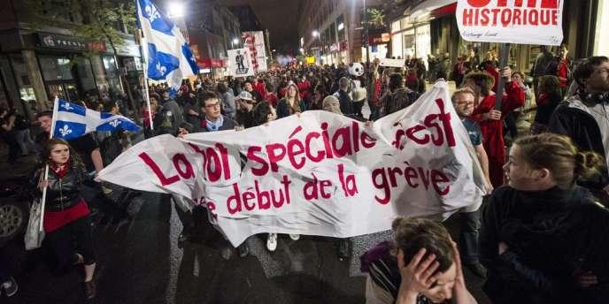 Manifestation dans les rues de Montréal, jeudi 17 mai 2012, contre la hausse prévue par le gouvernement de 82 % des frais de scolarité à l'université.