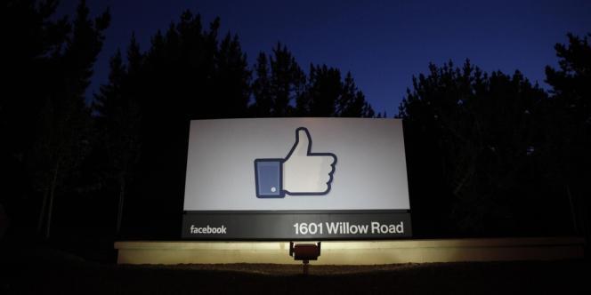Devant le quartier général de Facebook, le 18 mai, peu avant l'entrée en Bourse de la compagnie.