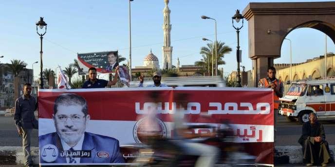 Des partisans de Mohammed Morsi, candidat des Frères musulmans à l'élection présidentielle.