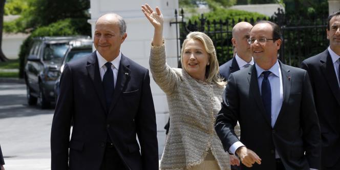 A l'issue de la rencontre avec Barack Obama, c'est à pied que François Hollande a arpenté les quelques dizaines de mètres séparant la Maison Blanche de Blair House, la résidence des hôtes de marque, où lui était offert un déjeuner.
