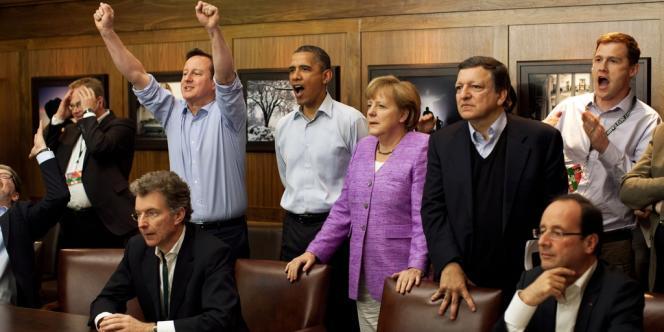 Le 19 mai, pause pendant le sommet du G8 à Camp David pour regarder le match du Bayern Munich contre Chelsea en finale de Ligue des champions.