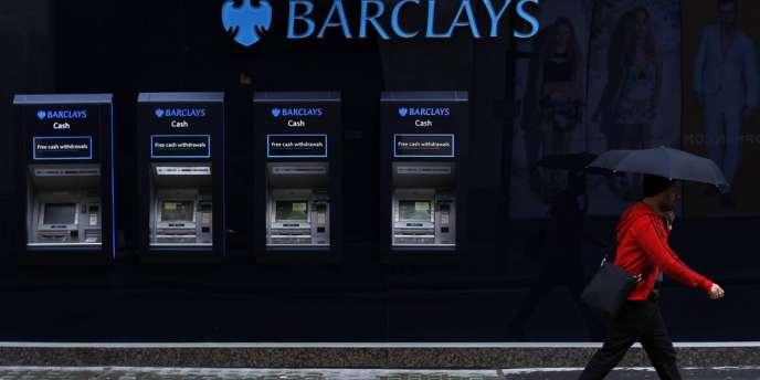 La banque britannique doit couvrir les contentieux liés aux ventes abusives de produits financiers, notamment des PME à qui elle a vendu des produits de couverture contre les variations de taux d'intérêts.
