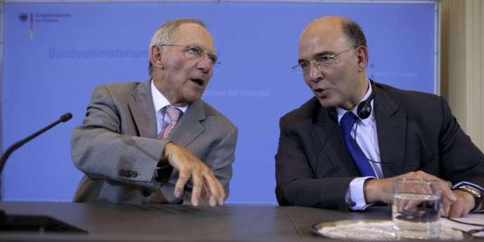 Le ministre français de l'économie et des finances, Pierre Moscovici, à droite, et son homologue allemand, Wolfgang Schäuble, souhaitent travailler en commun.