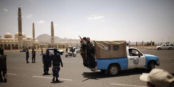 Sur les lieux de l'attentat de Sanaa, le 21 mai.