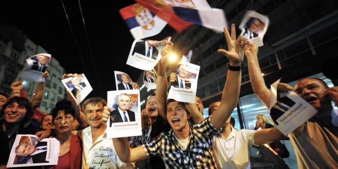 A Belgrade des sympathisants du nationalistes sont descendus dans les rues pour manifester leur joie.