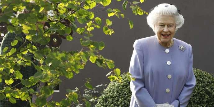 La reine Elizabeth II lors de la visite du salon floral de Chelsea, le 21 mai.