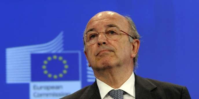 Au plus fort de la crise bancaire, M. Almunia a autorisé, souvent sous strictes conditions, des dizaines de milliards d'euros d'aides aux établissements en difficulté.