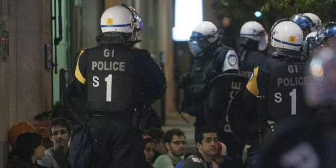 La police a arrêté plusieurs manifestants lors d'une manifestation à Montréal.