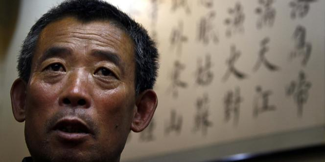 Chen Guangfu, frère aîné du dissident aveugle Chen Guangcheng, racontait le 23 mai à Pékin les représailles dont sa famille et lui-même font l'objet depuis le départ de son frère pour les Etats-Unis.