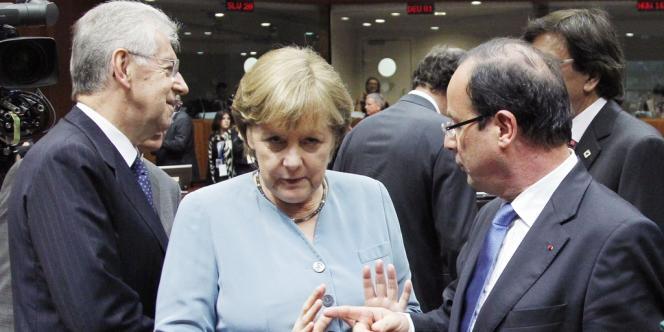 Mario Monti, Angela Merkel et François Hollande, le 23 mai à Bruxelles.
