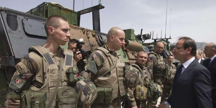 François Hollande en visite dans une base française de la Kapisa, le 25 mai 2012.