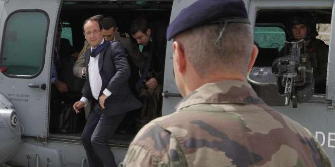 François Hollande dans une base française de la Kapisa, le 25 mai 2012.