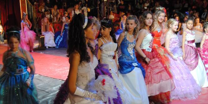 Les robes des miss peuvent coûter jusqu'à plusieurs centaines d'euros