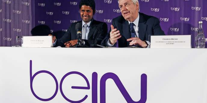Nasser Al-Khelaïfi, patron de la chaîne sportive BeIn Sport est aux côtés du vice-président, Charles Biétry,  le 24 mai. La chaîne qatarie propose des abonnements à 11 euros par mois.