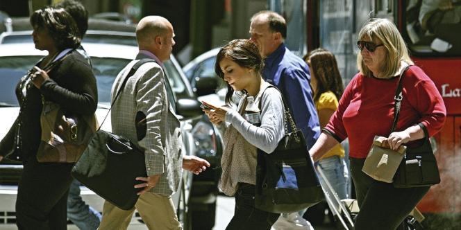 En 2011, des piétons envoyant des textos en marchant ont été impliqués dans soixante-quatorze accidents dans le New Jersey.