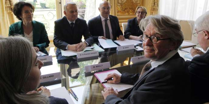 Jean-Claude Mailly, le secrétaire général de Force ouvrière (au premier plan), mardi 29 mai, pendant la réunion des partenaires sociaux à Matignon.
