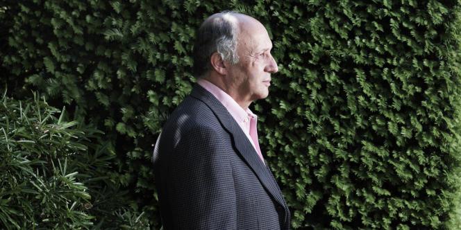 Le ministre des affaires étrangères, Laurent Fabius, dans les jardins du Quai d'Orsay, le 28 mai.