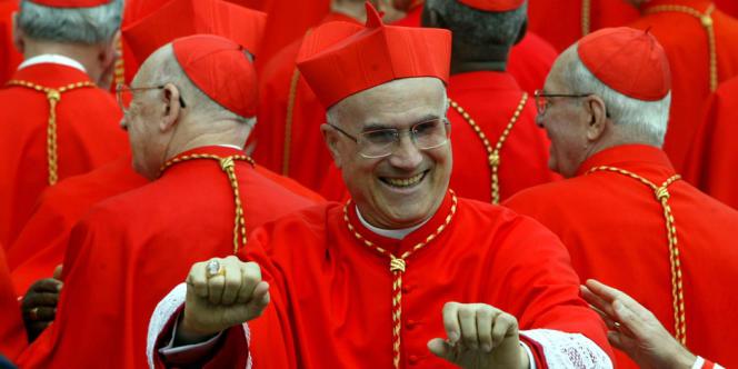 Le cardinal Tarcisio Bertone, camerlingue en charge de l'interrègne au Vatican, a été le fidèle secrétaire de Joseph Ratzinger pendant sept ans.