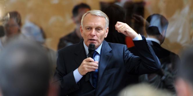 Jean-Marc Ayrault, lors d'un meeting dans les Bouches-du-Rhône, le 30 mai 2012, à Marseille.