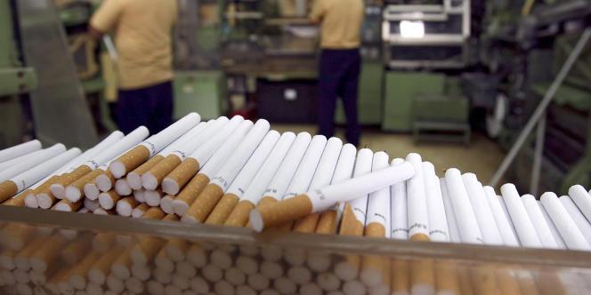 Dans une usine de production de cigarettes, en 2008.