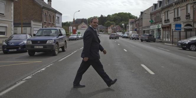 Xavier Bertrand en campagne dans la 2e circonscription de l'Aisne, jeudi 31 mai.