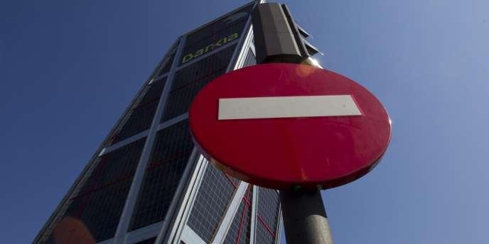 En mars 2012, l'Espagne a enregistré un record avec une fuite nette vers l'étranger de 66,2 milliards d'euros, contre un solde positif de 5,38 milliards en mars 2011.