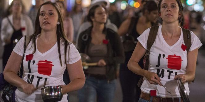 La manifestation principale du centre-ville, regroupant près de 2 000 personnes, a dès le départ été déclarée illégale par la police car son trajet n'a pas été communiqué à l'avance.
