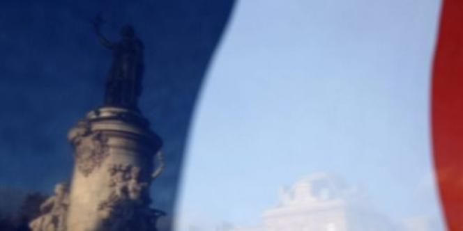 A l'approche des Journées du patrimoine, Le Monde s'est invité dans les grandes maisons de la République. Derrière leurs murs, l'Elysée, Matignon, le ministère de la culture et celui des finances abritent des pièces surprenantes aux lignes contemporaines.
