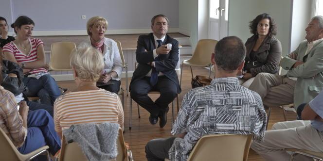 Xavier Bertrand ici à la mairie du Catelet (Aisne), ici en 2012 pendant la campagne pour les élections législatives.