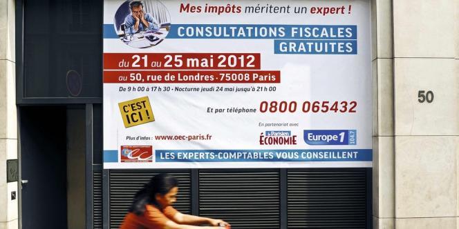 Dans toutes les mairies de la capitale, des avocats du barreau de Paris aiguillent les contribuables pour les aider à remplir leur déclaration d'impôts.