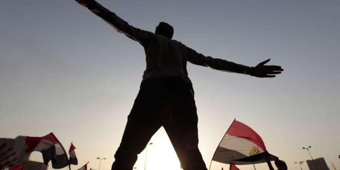 Manifestation dimanche 3 juin à la tombée de la nuit sur la place Tahrir du Caire.